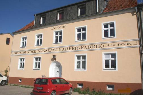 OZ berichtete (aus der Geschichte von Elmenhorst) – Sensenschärfer in Europa begehrt