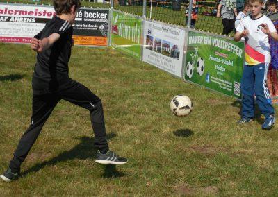 NEWS - 2018_05 Freizeitmannschaften aus Elmenhorst hatten beim diesjährigen Fußballturnier das Sagen 3290
