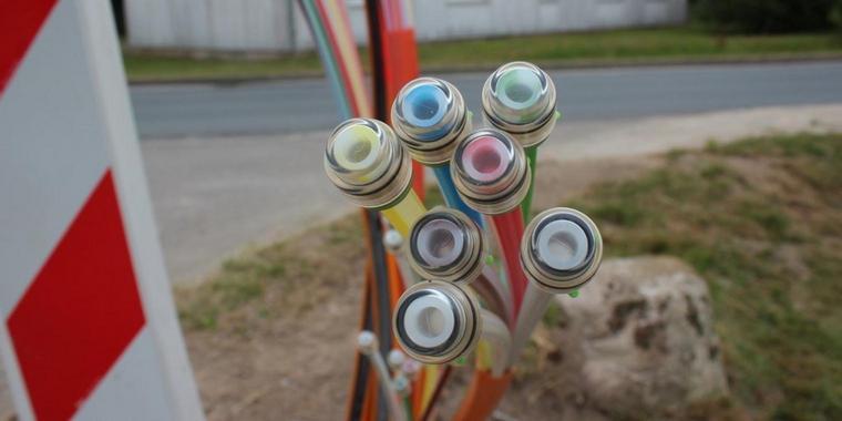 OZ berichtete – 260 Kilometer Glasfaserkabel sollen in der Luft hängen